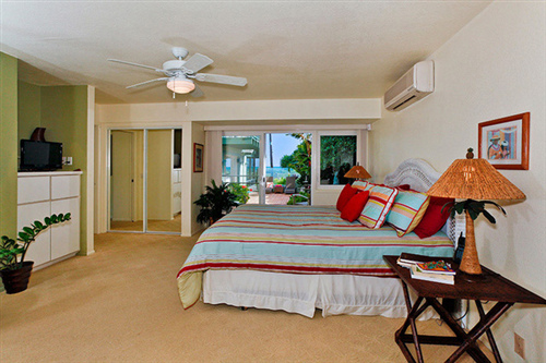 Bedroom in Kailua beachfront vacation home