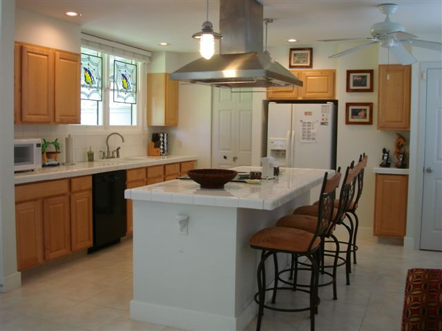 Dine-in kitchen in Kailua vacation house
