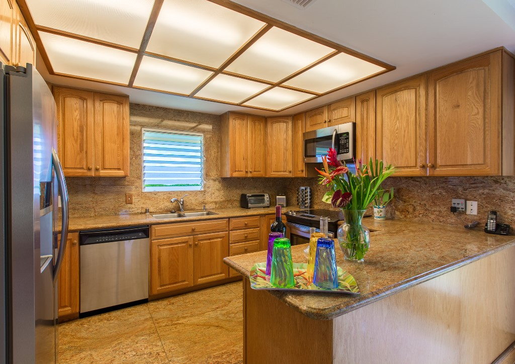 Full, Modern Kitchen in Kailua Vacation Home