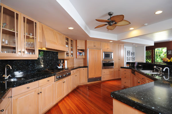Full Gourmet Kitchen in Diamond Head Vacation Rental