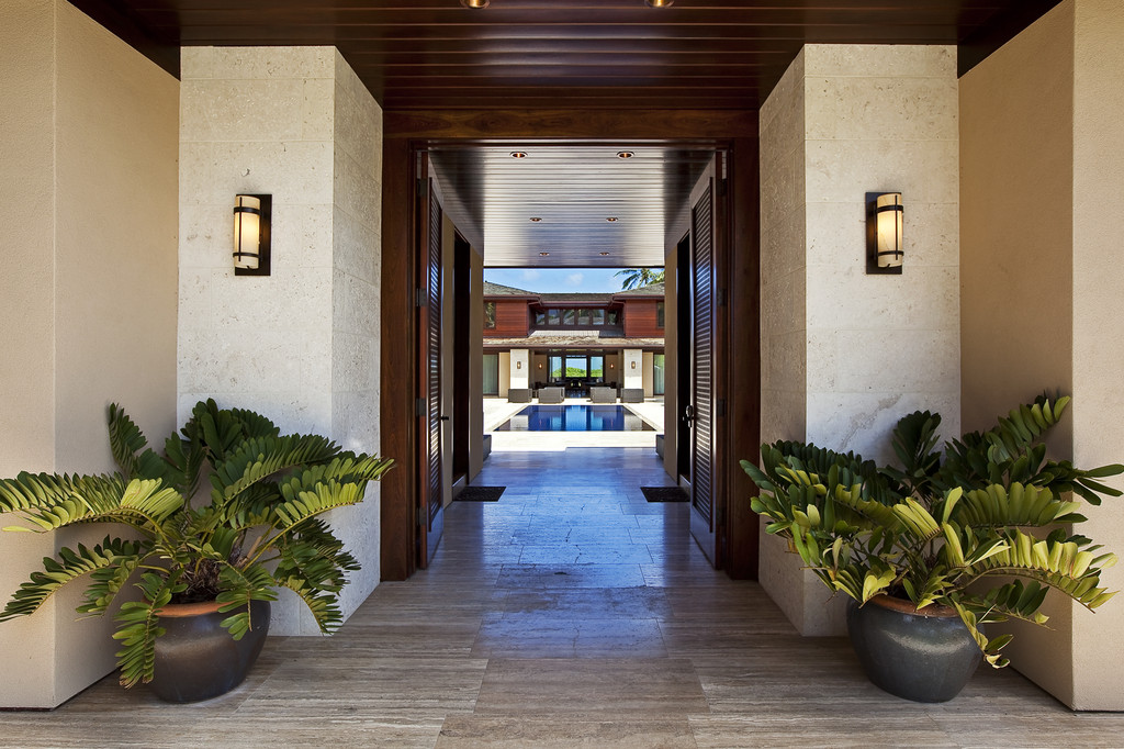 Incredibe entrance leading to pool